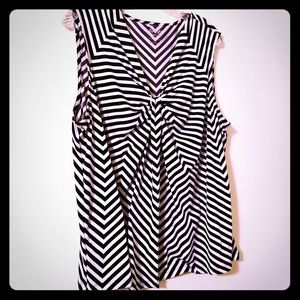 Black and white striped sleeveless top 1X